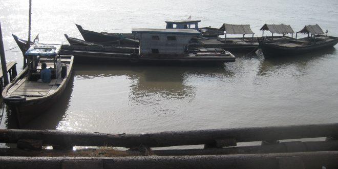 Salah satu pelabuhan rakyat di Kepulauan Meranti, Riau. Daerah di pesisir timur Sumatera kerap dijadikan markas semokel karena berhadapan langsung dengan Singapura. Foto: Dokumentasi Bilik Kreatif.